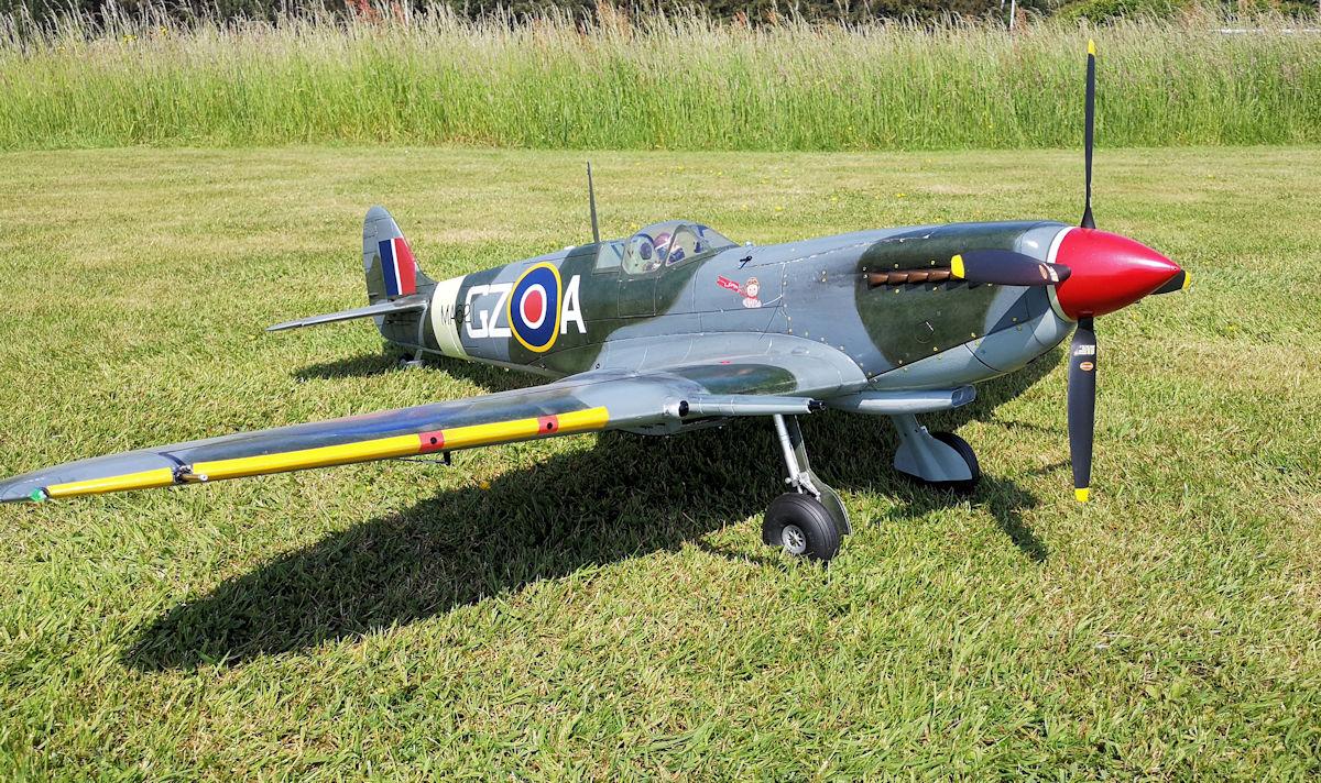 Spitfire Mk IX side -detail